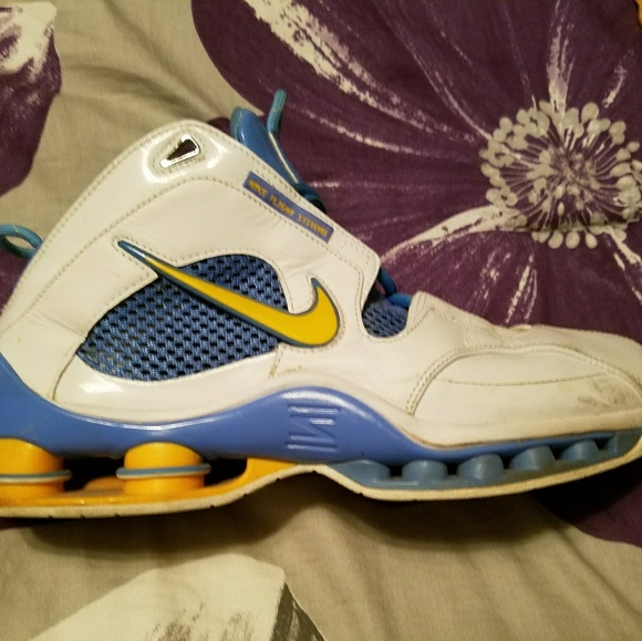 on sale bf2da a8491 Nike Shox basketball shoes size 11. M 5a5fd2428af1c5c135a97873